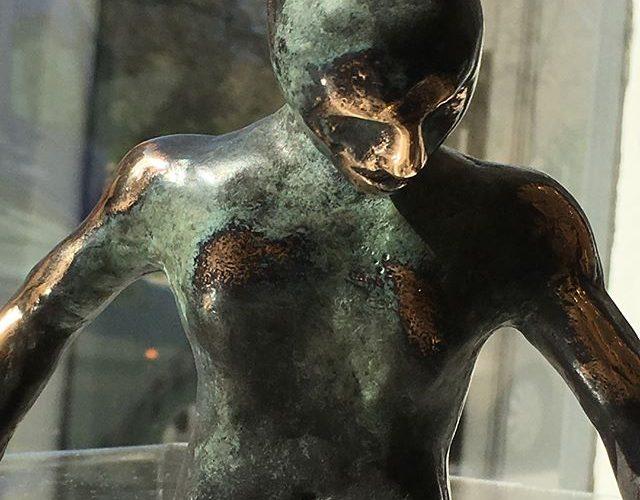 """""""Fighteren"""" bronzeskulptur af T. Vester"""